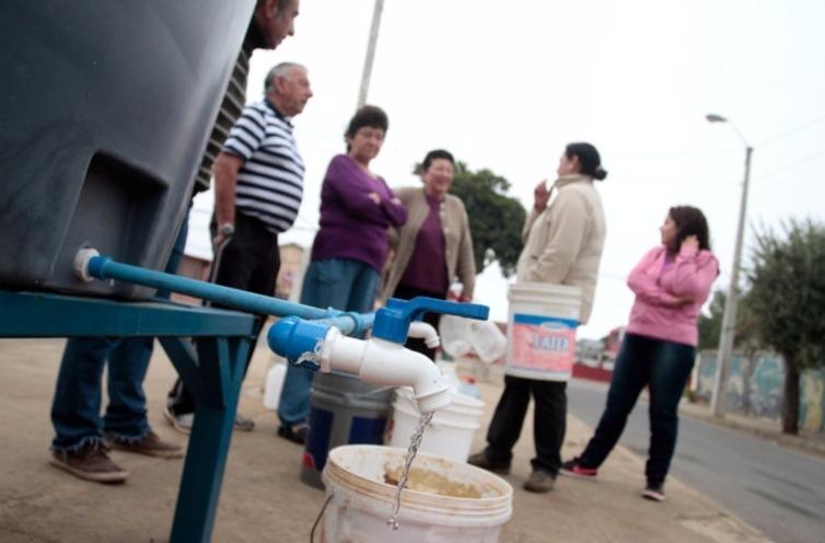 Suspenden las clases para este lunes en la Región Metropolitana por corte de agua generalizado