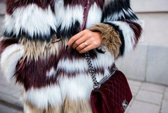 Abrigos de piel sintética son la nueva tendencia en moda