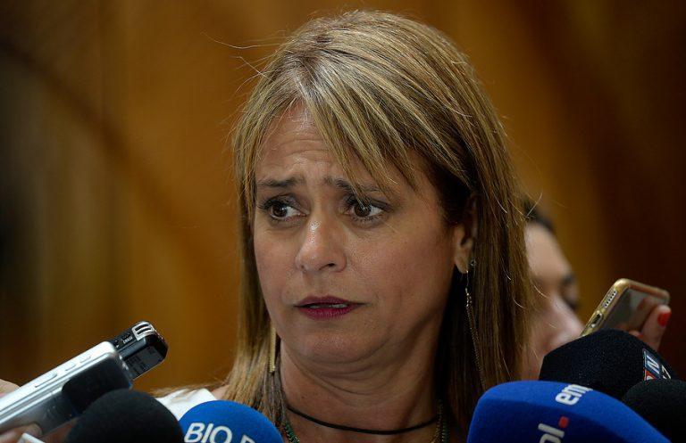 Otra más para la senadora Van Rysselberghe: Fiscalía pide sus intervenciones en la polémica Ley de Pesca