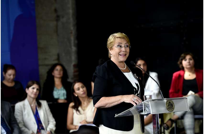"""Bachelet: """"Hoy día, en Chile, las mujeres tenemos más poder que antes"""""""