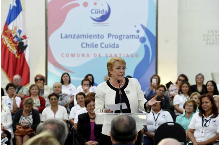 Bachelet lanza programa Chile Cuida en la comuna de Santiago