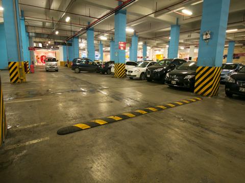 Economista afirma que demandas del Sernac no corrigen los problemas de la nueva ley de estacionamientos