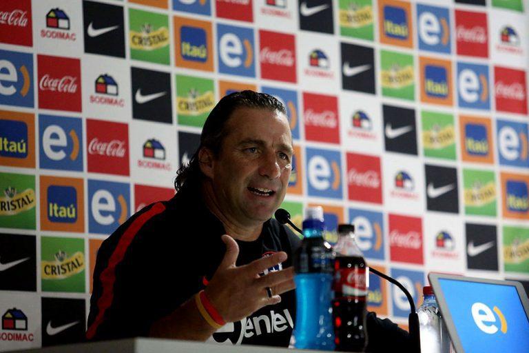 """Pizzi optimista para duelo Chile-Venezuela:  """"Queremos someterla en su campo"""""""