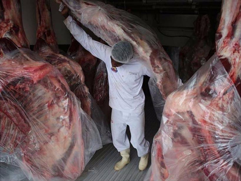 Carne brasileña: Las consecuencias que puede producir el consumo de productos en descomposición y maquillados