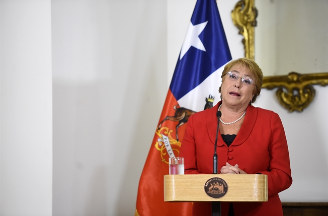 "Bachelet golpea la mesa : ""Dejen a mi hija tranquila"""