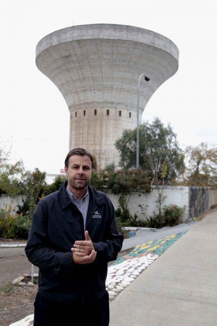 """La famosa """"Copa de Agua"""" que el alcalde Codina quiere comprarle a Aguas Andinas y con ello  tener 4 millones de litros de agua para emergencia. Pero lleva cuatro años pidiendo que se la vendan y nada."""