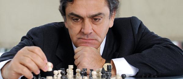 Longueira avizora un nuevo escenario político presidencial y compara a Guillier con el DJ Méndez y la Bea Sánchez con Jorge Sharp