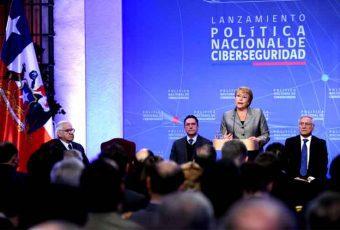 """Bachelet lanza """"Política Nacional de Ciberseguridad"""""""