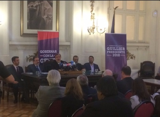 """Guillier llama a los partidos de la Nueva Mayoría a participar en las primarias y mirar """"más allá del cálculo político"""""""