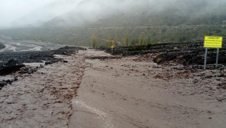 """SISS y Aguas Andinas culpan al """"fenómeno meteorológico"""" de cortes de agua en 25 comunas"""