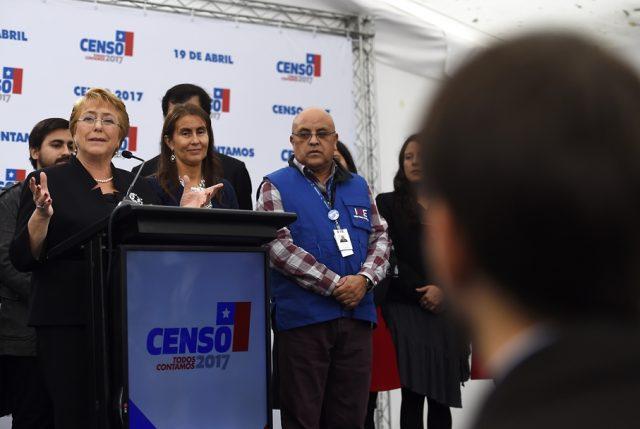 "Bachelet hace positivo balance del Censo: ""Demostramos que somos un país maduro, con vocación cívica"""
