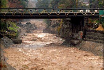 Aguas Andinas realizará corte en el barrio alto por detección de trazas de hidrocarburos en el Mapocho