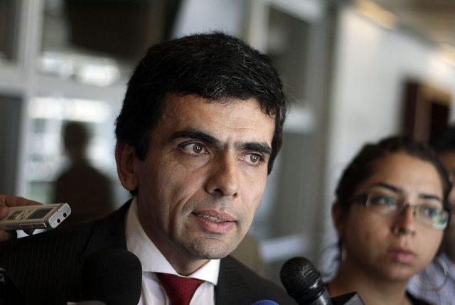 Abogados rechazan dichos de Larraín sobre ideología de los jueces