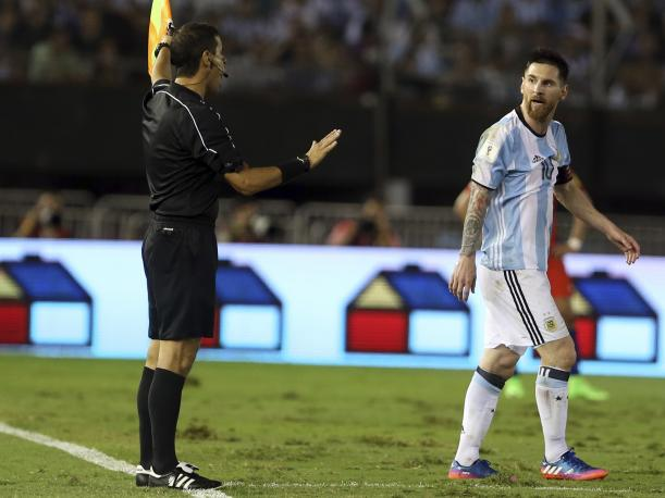 Messi la sacó gratis: FIFA decide levantarle las sanciones impuestas
