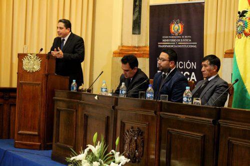 """Ministro de Justicia de Bolivia en picada contra Presidenta Bachelet que dijo """"No es posible obligar a dialogar para negociar entrega de soberanía"""""""