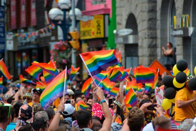 Instituciones de todo el país izarán la bandera de la diversidad sexual y de género