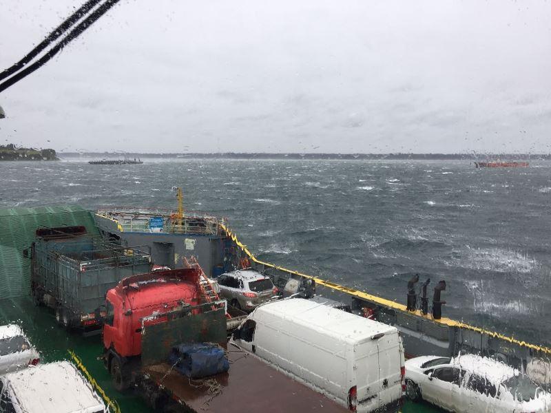 Armada cierra el Canal de Chacao por vientos de 200 kilómetros por hora en Chiloé