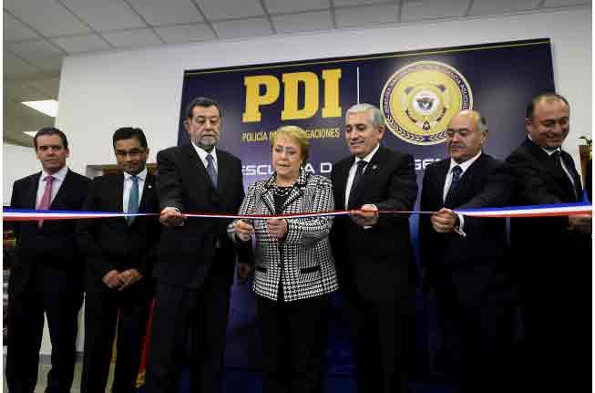 Bachelet inaugura Escuela de Inteligencia Policial de la PDI