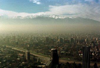Smog no da tregua en Santiago:  Intendencia decreta primera preemergencia para la capital