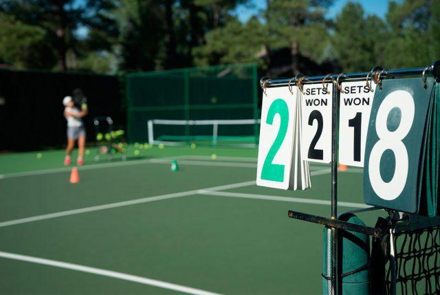 Innovadora forma de enseñar tenis que lleva este deporte fuera de la cancha
