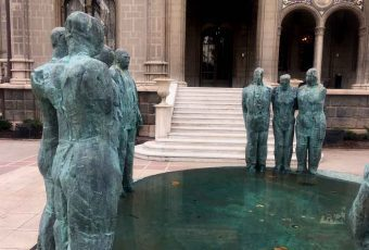 """Providencia inaugura muestra """"Bronces inquietos"""" del escultor Mario Irarrázabal"""