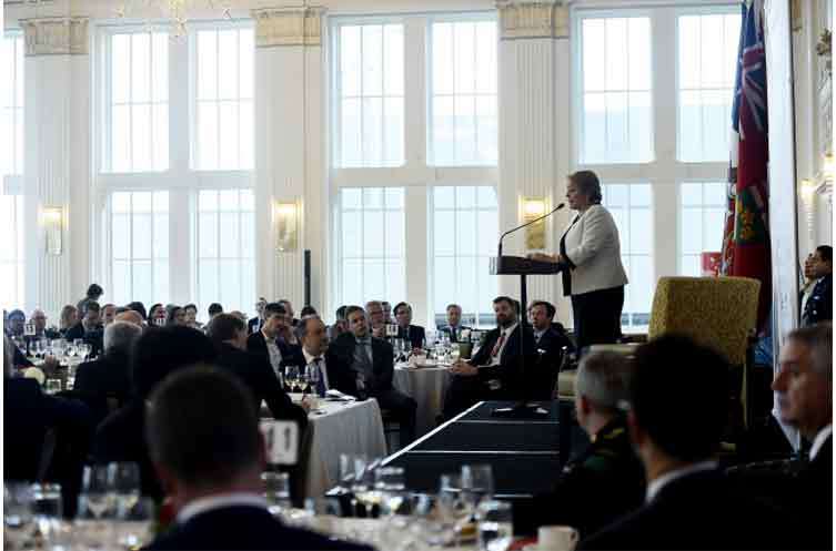 """Bachelet a empresariado de Canadá: """"La economía y el comercio se crearon para servir a la gente y no viceversa"""""""