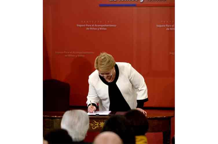 """Bachelet presenta Ley que crea Seguro para el """"Acompañamiento de Niños y Niñas"""""""