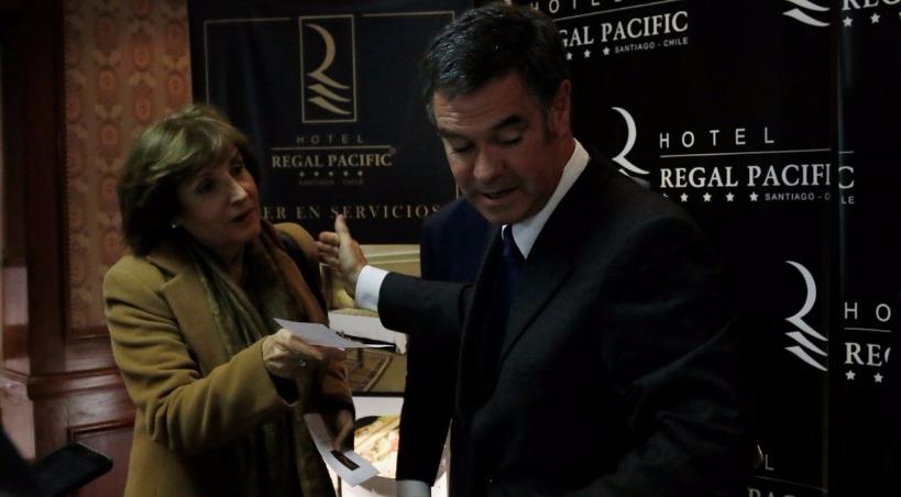 Hijo de Ossandón pone en tela de juicio profesionalismo de Pilar Molina y le exige disculpas públicas