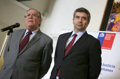 """La extraña explicación del ministro Campos por nuevas notarias: """"Disminuirá la concentración y permitirá más competencia"""""""