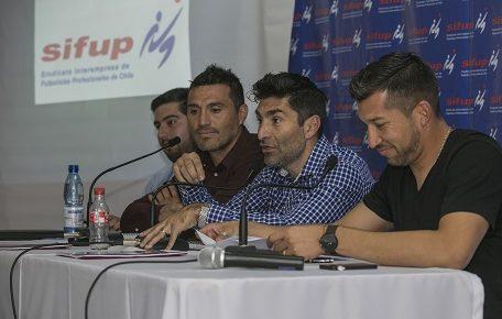 """El fútbol en pie de guerra: El Sifup advierte que """"no partimos el torneo con noventa cesantes"""""""
