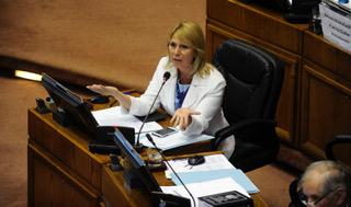 """Lily Pérez por caso Nabila Rifo: """"Decisión de la Corte Suprema minimiza gravedad de la violencia hacia la mujer"""""""