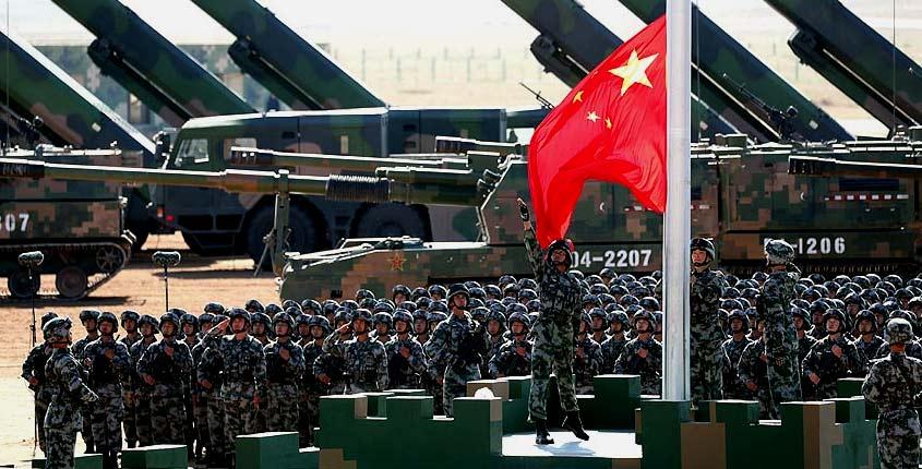China hace imponente demostración de fuerza en desfile militar