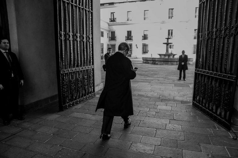 Valdés renuncia luego de ponerse en contra de su propio Gobierno, junto con él,  Céspedes el ministro de la muñeca