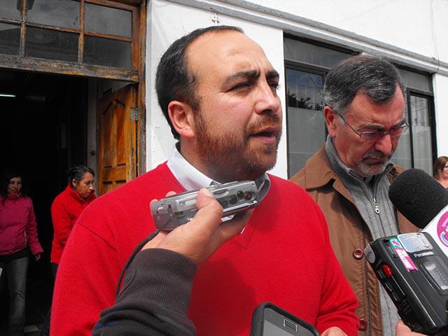 Foto del 19 de octubre de 2012, en momentos en que Chahín hacia campaña por Jorge Saffirio.