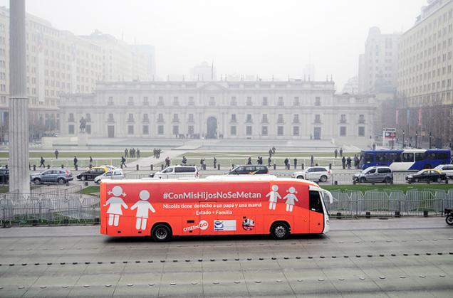 Bus de la Libertad genera incidentes durante su recorrido por Santiago