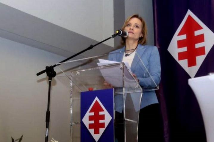 """La dura carta del esposo de Carolina Goic: """"Hoy vemos como la mal oliente cúpula DC da un giro medieval; premiando a un maltratador de mujeres como postulante al congreso"""""""