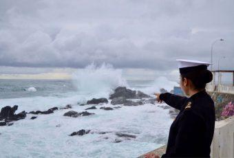 """Armada advierte marejadas """"anormales"""" con olas que superarían los cinco metros para las costas del país"""