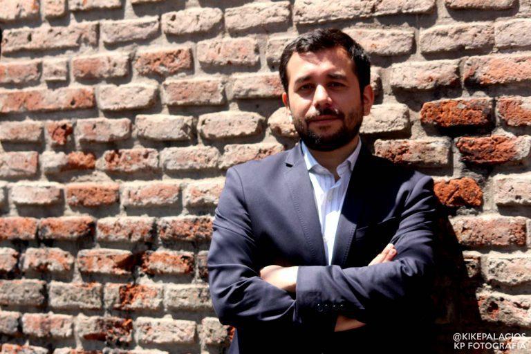 """""""Sumemos"""" suma a Óscar Rementería (vocero del Movilh) como candidato a senador por Valparaíso"""