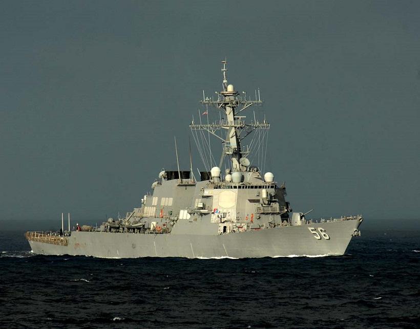 ¡¡Otra vez!! Destructor de EEUU choca con un barco mercante al este de Singapur: 10 marinos desaparecidos