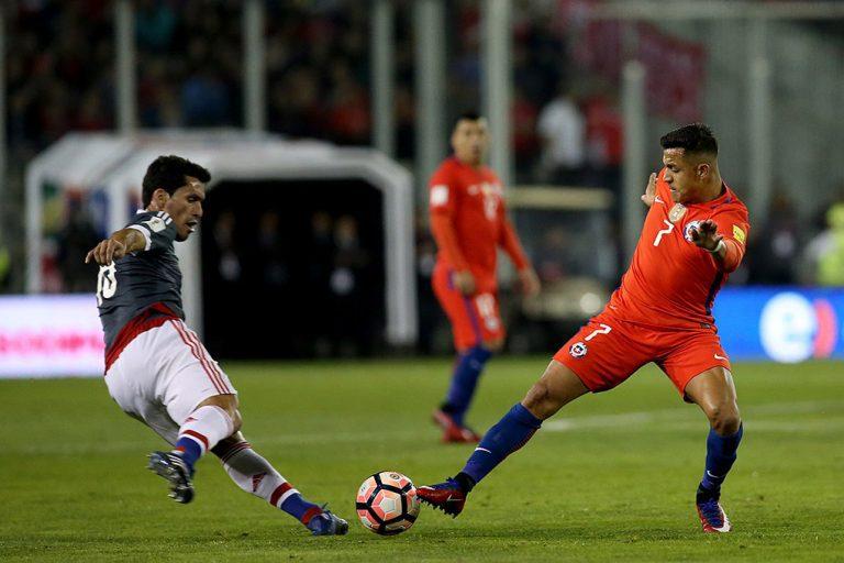 """La Roja cae estrepitósamente ante Paraguay y con autogol del """"Rey"""" Arturo, ahora se jugará el todo por el todo en La Paz"""