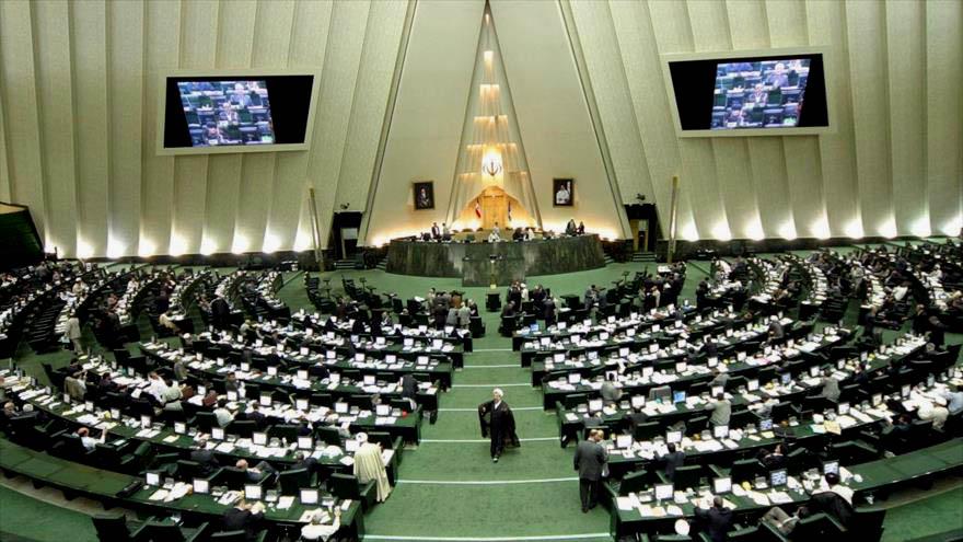 Irán aprueba ley anti-estadounidense en respuesta a ley norteamericana que permitiría nuevas sanciones a Teherán