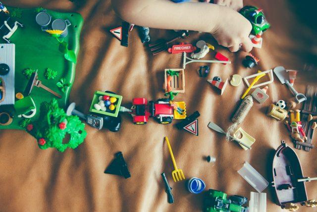Día del Niño: Sernac llama a tener cuidado con juguetes que tienen piezas pequeñas