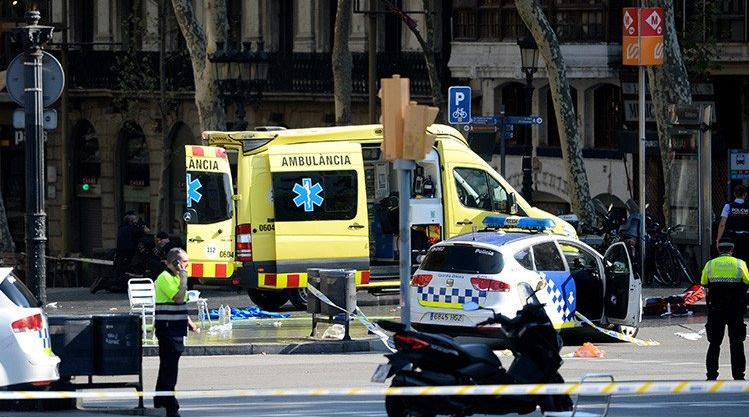 Atropello masivo en Barcelona deja al menos cinco heridos y se habla de ataque terrorista