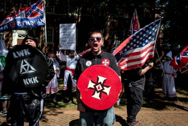(VIDEO) EEUU: Batalla campal entre antirracistas y ultraderechistas en Charlottesville termina con muertos y heridos
