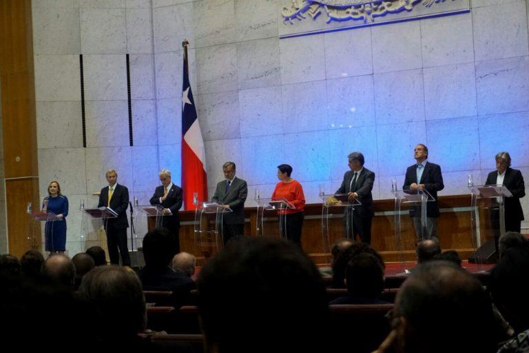 """Prensa internacional dice: """"Los ocho candidatos presidenciales de Chile se ven las caras en un primer debate"""""""