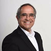 Kenneth Pugh senador por Valparaíso defendiendo la permanencia del cuestionado Congreso en el Puerto