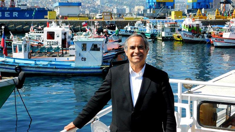 Kenneth Pugh, que se define como regionalista, se perfila como la sorpresa para ser electo senador por Valparaíso