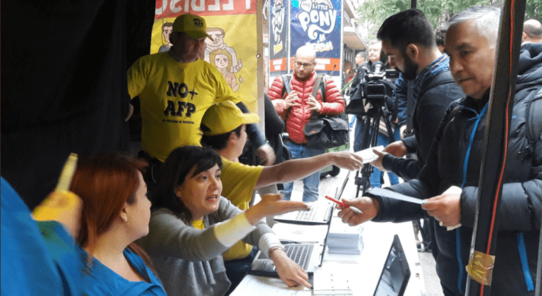 No+AFP inicia plebiscito para que chilenos decidan si quieren seguir con las AFPs o cambiar el sistema