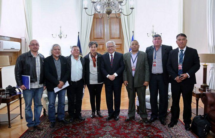 Ministro del Interior se reunió con sindicato de portuarios y ex tripulantes pesqueros