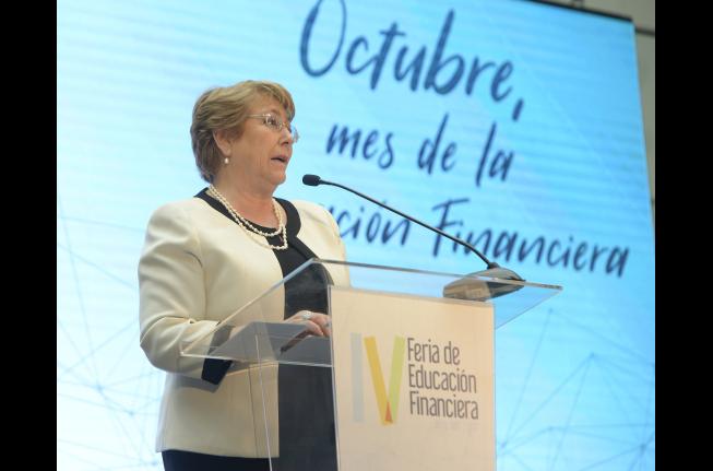 """Bachelet le baja el perfil a nueva crisis del gobierno: """"El subsecretario Aleuy no me ha presentado ninguna renuncia"""""""
